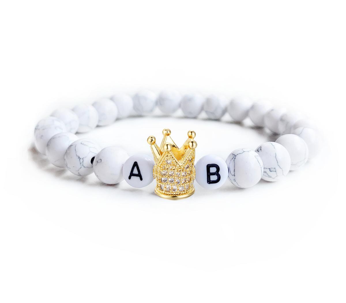 Biely mramorovaný s iniciály a zlatou korunou